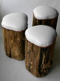 stump stools with outdoor fabric covers for outdoor seating Log Stools, Log Chairs, Dining Chairs, Camp Chairs, Rustic Stools, Kitchen Chairs, Rustic Wood, Wood Crafts, Diy Crafts