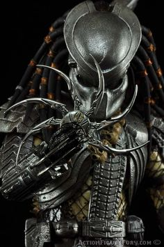 Hot Toys Scar Predator Sixth Scale Figure Wolf Predator, Predator Movie, Alien Vs Predator, Predator Tattoo, Female Marvel Cosplay, Predator Cosplay, Predator Costume, Alien Covenant Xenomorph, Wolverine Pictures