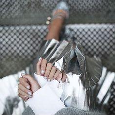 zpr I laminati sono una delle tendenze proposte per questo autunno inverno! Ti aspettiamo da Hobb's per scoprire le nostre collezioni ❣️ #Repost @blaireadiebee  #metal #ootd #fashion #hobbs #hbrands #ecommerce #style #metallic #silver