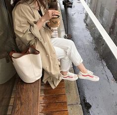 Korean fashion has been trending for many years, and it's for good reasons. With Korean's approach to outfits, accessories, and shoes, it is no doubt how many people search for Korean fashion trends for great looks. Dress With Sneakers, Best Sneakers, Sneakers Street Style, Sneakers Fashion, Best Mens Fashion, Womens Fashion, Sneaker Outfits Women, Street Style 2018, Korean Fashion Trends