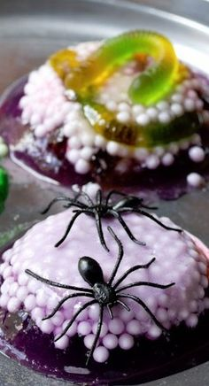 ... do some #Halloween tricks for you.... Spooky Worm and Spider Nests