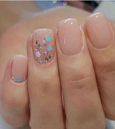 nail art designs braid fashion makeup 32 Pretty mix and match pink nail art designs - Mix glitter and blush nails Blush Nails, Rose Gold Nails, Yellow Nails, Nude Nails With Glitter, Chunky Glitter Nails, Glitter Manicure, Glitter Flats, Solid Color Nails, Nail Colors