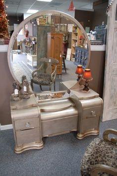 vintage vanity 25 DIY Vanity Mirror Ideas to Beautify Your Makeup Space # # Diy Vanity Mirror, Old Vanity, Antique Vanity, Vintage Vanity, Vanity Redo, Refurbished Furniture, Repurposed Furniture, Furniture Makeover, Vintage Furniture