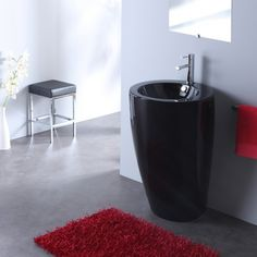 Style et design pour votre salle de bain avec cette vasque sur pied rond noir.