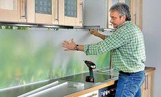 Kitchen back wall Plexiglas Kitchen mirror with photo wallpaper Diy Kitchen, Kitchen Decor, Kitchen Design, Kitchen Backsplash, Plexiglass, Photo Wallpaper, Glass Design, Home Remodeling, Home Kitchens
