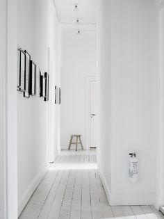 Lotta Agaton's Home, white interiors, extincteur blanc Hallway Inspiration, Decoration Inspiration, Interior Inspiration, Sunday Inspiration, Diy Decoration, Interior Architecture, Interior And Exterior, Interior Design, Interior Stylist