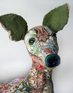 'Constance' textile doe by Bryony Jennings at Pretty Scruffy. 'Constance' textile doe by Bryony Jennings at Pretty Scruffy. Art Fibres Textiles, Textile Fiber Art, Sculpture Textile, Soft Sculpture, Fabric Art, Fabric Crafts, Deer Fabric, Fabric Animals, Faux Taxidermy