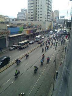 Colectivos motorizados roban y amenazan en Maracay (Video)
