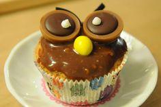 Toffifee-Eulen-Cupcakes Toffifee-Eulen-Cupcakes The post Toffifee-Eulen-Cupcakes appeared first on Kindergeburtstag ideen. Easy Icing Recipe, Easy Cupcake Recipes, Dessert Cake Recipes, Easy Desserts, Cookie Recipes, Cookie Dough Cupcakes, Fondant Cupcakes, Fondant Minions, Cupcake Torte
