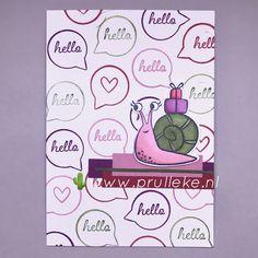 De Snailed It stempelset is superschattig ongeacht in welke kleurencombinatie je de slak kleurt. Ook de achtergrond heb ik zelf gestempeld naar het voorbeeld in het Snail Mail designpapier. Ik heb wat reststrookjes op kunnen maken in de kleuren van de combinatie en mijn slakje ermee kunnen gronden. Ik ben zo blij met deze kaart! #prulleke #prullekekleurencombinatie #snaileditstampset #stampinupdemonstratrice #echtepostiszoveelleuker #stampinupnederland #slakkenpost Stampin Up, Stamping Up