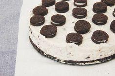 """SOBRETAULA en Instagram: """"Nos gustan, nos encantan, nos apasionan las oreos. ¡Por eso no podían faltar en una receta! Link in bio ☝️ #sobretaula #morning #cooking #kitchen #cook #food #foodporn #oreo #cake #dessert #biscuit #delicious #recipe #blog #follow #onthetable #homemade #sugar #sweet #vsco #vscocam #sunday"""""""