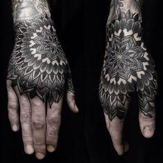 Mandala en la mano.