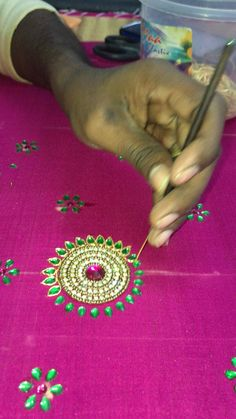 Hand Embroidery Patterns Flowers, Bead Embroidery Tutorial, Hand Embroidery Videos, Flower Embroidery Designs, Tambour Embroidery, Mirror Work Blouse Design, Hand Work Design, Maggam Work Designs, Simple Blouse Designs
