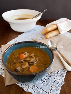 This soup is perfect for fall with its sweet roasted garlic flavor and hearty lentils. Serve it as dinner or lunch, everybody will be happy!