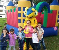 Fiesta infantil con muñecos inflables recreacionistas expertos llamanos o escríbenos por WhatsApp al 3203932149 #muñecosparafiestasinfantiles #inflablesbogota #recreacionistas #promociones