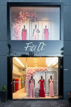 Fashion Shop Interior, Bridal Boutique Interior, Clothing Boutique Interior, Fashion Store Design, Clothing Store Design, Boutique Decor, Decoration Chic, Decoration Vitrine, Showroom Interior Design