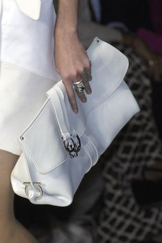 ~biG sOft wHiTe cLuTcH ~*    ... Salvatore Ferragamo