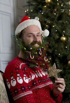 Hot on the heels of Xmas jumpers comes CHRISTMAS BEARDS – a brand new festive fashion trend which is set to take hirsute, fun loving hipsters by storm this yuletide season.  The festive facial fashion project was specially commissioned to create a uniquely seasonal take on the Shoreditch beard trend to celebrate the launch of the new Samsung Galaxy Note Edge handset.