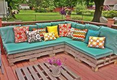 Deze lente lekker je eigen loungeset voor bijna niks? 20 stuks meubilair gemaakt van pallets.