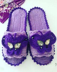 Какая красота – в таких шлёпках ножкам будет тепло и комфортно – Полезные советы хозяйкам Tissue Box Covers, Crochet Slippers, Crochet Fashion, Lana, Flip Flops, Knitting, Pattern, Gifts, Shoes