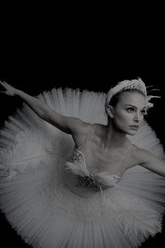 Ballett Nathalie Portman in Black Swan Ease Bug Bites with Easy Herbs Summertime means insect bites The Black Swan, Black Swan Film, Black Swan Makeup, Black Swan 2010, White Swan, Natalie Portman Black Swan, Natalie Portman Tumblr, Nathalie Portman, Ballet Photography