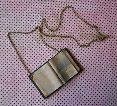 Collier livre ouvert Lenore d'Edgar Allan Poe par UnbrindeCosette
