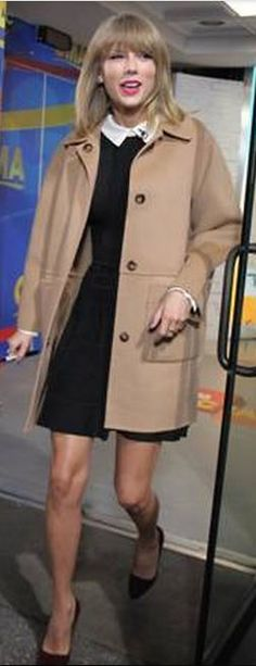 Who made  Taylor Swift's platform pumps and black and white collar dress