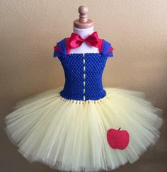 Snow White Inspired Tutu Dress This beautiful snow white inspired tutu dress is simply elegant for your sweet little princess. Great for Halloween costumes, birthdays, gifts, photo props or just fun d (Snow White Diy Costume) Tulle Costumes, White Costumes, Costume Dress, Halloween Costumes, Fairy Costumes, Scary Halloween, Diy Snow White Costume, Snow White Tutu, Little Princess
