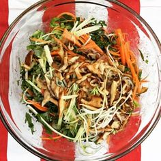 Summer salad at its best : Rice noodle salad with shaved veggies and grilled shitakes in tamari-lime dressing. #miam #perfection #healthy #santé #nourrish #instafood #foodblogger #lapetitebette