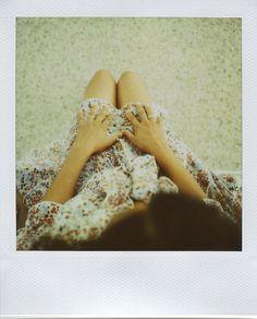 Perspektiv ovanifrån. Händer och fötter kan få synas.