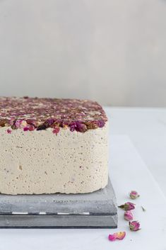 Halva natural sweet with rose hip 11 g) health food healthy pantry Keto Friendly Desserts, Low Carb Desserts, Sweet Desserts, Dessert Recipes, Unique Desserts, Dessert Ideas, Chicken Nuggets, Chocolate Molds, Mint Chocolate
