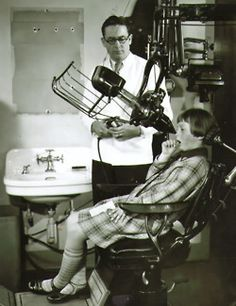 An early dental x-ray machine. I like the lack of lead apron. Living life on the edge!