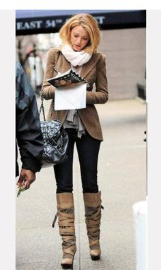 Blake Lively on the Gossip Girl set looking amazing! I LOVE - Sophia Fashion Fix! Gossip Girl Fashion, Cute Fashion, Look Fashion, Fashion Outfits, Womens Fashion, Gossip Girl Style, Fashion Clothes, Fall Fashion, Fashion Trends