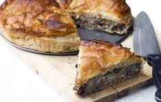 Greek Meat Pie Kreatopita Recipe - My list of simple and healthy recipes Greek Meat Pie Recipe, Greek Appetizers, Meat Appetizers, Greek Cooking, Greek Dishes, Strudel, Mediterranean Recipes, International Recipes, Beef Recipes