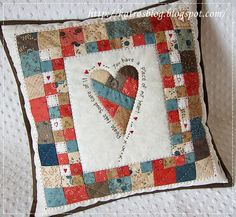 heart and patchwork Applique Cushions, Patchwork Cushion, Sewing Pillows, Patchwork Quilting, Quilted Pillow, Patchwork Ideas, Small Quilts, Mini Quilts, Diy Sewing Projects