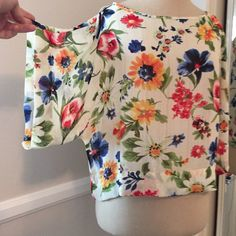Light weight top, purchased at Nordstroms Light weight with a flower print, very pretty never been worn before and it's also a crop top style Happening in the Present  Tops Crop Tops