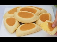 vanille vla crème broodjes zonder oven - YouTube Custard Buns, Vanilla Custard, Real Food Recipes, Baking Recipes, Cookie Recipes, Cream Bun, Desserts With Biscuits, How Sweet Eats, Cupcakes