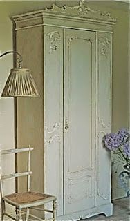 I have the Armoire already, just need the courage! Annie Sloan shows how to paint a vintage French style armoire w/ her brand Chalk Paint Chalk Paint Projects, Chalk Paint Furniture, Furniture Projects, Furniture Makeover, Diy Furniture, Antique Furniture, Bedroom Furniture, Distressed Furniture, Repurposed Furniture
