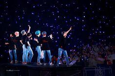 Bangtan Boys ☆ World Tour ☆ BTS Love Yourself World Tour Concert ☆ Credits by heartthrob ☆ Edit by cglassend Bts Laptop Wallpaper, Bts Wallpaper Desktop, Taehyung, Bts Bangtan Boy, Jimin Jungkook, Foto Bts, Fansite Bts, Bts Cute, Bts Header