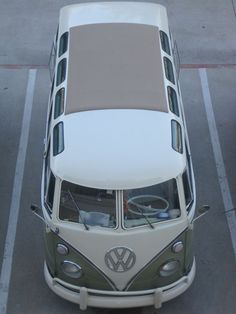 A great example of the microbus. The ultimate boardsailing vehicle.