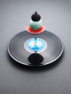 Vinyl Desserts at 33 RPM By Phillip karlberg | Chef Mattias Nyhlin | Cada Receta asiciada a una canción.