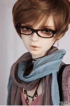 Luts Senior Delf KARIS with Type 1 body. Doll is pictured in
