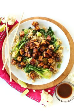 Easy Crispy Tofu in a peanut glaze that's AMAZING. Serve over cauliflower rice for a healthy vegan GF dinner! Baking the tofu makes all the difference and cauliflower rice is freaking GENIUS (Time consuming, but GENIUS! Best Tofu Recipes, Veggie Recipes, Asian Recipes, Vegetarian Recipes, Healthy Recipes, Healthy Meals, Rice Recipes, Tofu Stirfry Recipes, Healthy Food Swaps
