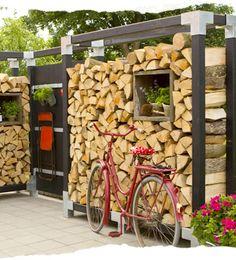 Ordnungssystem für die Holzlagerung im Garten.