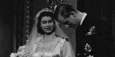 Queen Elizabeth ll and Prince Phillip on their wedding day // Prince Harry and Duchess of Sussex Meghan on their wedding day Elizabeth Philip, Princess Elizabeth, Princess Margaret, Queen Elizabeth Ii, Royal Wedding Gowns, Royal Weddings, Queen Mary, King Queen, Prins Philip