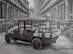 A #bookmobile in Florence, Italy, in 1920