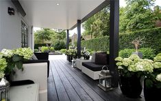A wraparound porch is a traditional porch for an American home. That's why we gathered all these cool ideas to design it like a relaxing space. Outdoor Areas, Outdoor Rooms, Outdoor Living, Outdoor Furniture Sets, Outdoor Decor, Terrasse Design, Traditional Porch, Porch Decorating, Backyard Landscaping