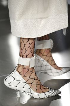 Her heel has a tumor.and she is confused about fishnets. Maison Margiela Spring 2016 Ready-to-Wear Accessories Photos - Vogue Vogue, Crazy Shoes, Me Too Shoes, Fashion Week, Womens Fashion, Fashion Trends, Lifestyle Fashion, Zapatos Shoes, Shoes Heels