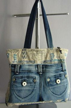 Recycled jeans and fabric bag Artisanats Denim, Denim Purse, Denim And Lace, Jean Purses, Purses And Bags, Jeans Recycling, Diy Sac, Denim Ideas, Denim Crafts