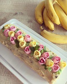 Banaani-passion-mango kääretorttu vadelman makuisilla kreemiruusuilla 💛🍌 #kääretorttu #swissroll #banaani #banana #passionhedelmä… Fancy Cakes, Mini Cakes, Cupcake Cakes, Cake Roll Recipes, Cookie Recipes, Swiss Roll Cakes, Log Cake, Bread Cake, Cake Decorating Techniques